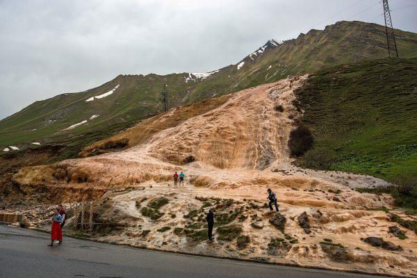 Каменный водопад и минеральный источник, Военно-Грузинская дорога
