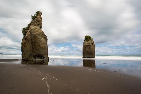 Three Sisters and the Elephant Rock beach, Новая Зеландия